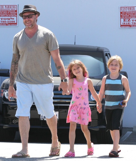 Tori Spelling & Dean McDermott Out With Their Two Older Kids