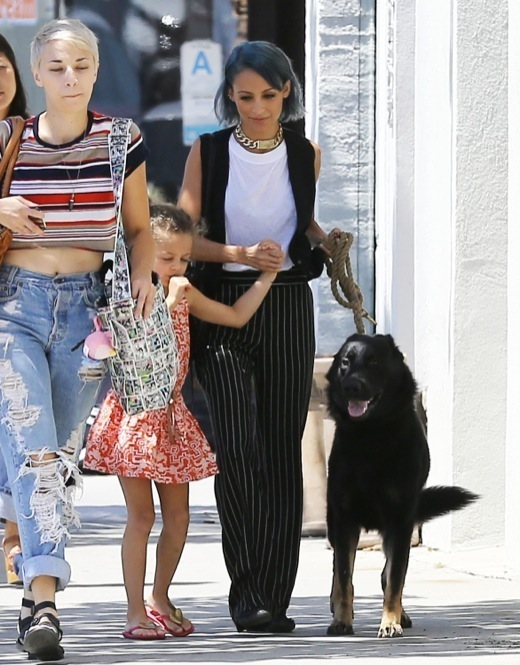 Nicole Richie & Harlow Take Their Dog to Class