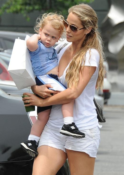 Elizabeth Berkley Shopping With Her Son In Brentwood