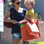 Natalie Portman Spends Saturday With Aleph