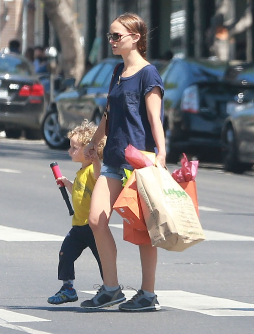 Natalie Portman Spends Saturday With Aleph