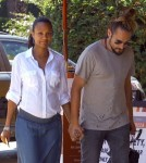 Pregnant Zoe Saldana Out For Lunch With Her Husband