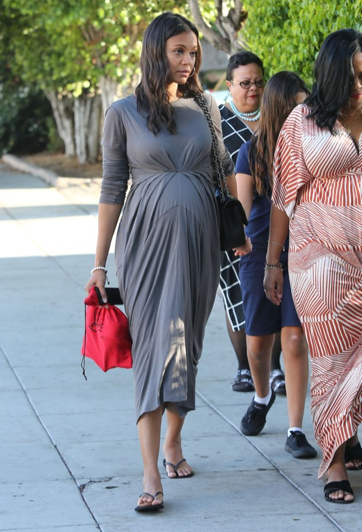 Pregnant Zoe Saldana Out With Friends In Los Angeles