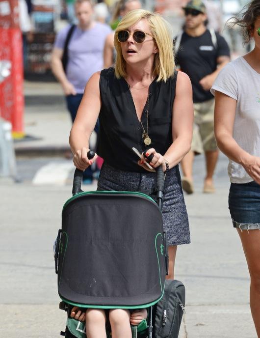 Jane Krakowski Takes a Stroll With Bennett