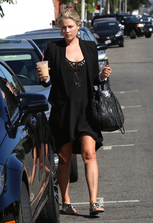Semi-Exclusive... Pregnant Ali Larter Stops For An Iced Coffee