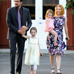 Alyson Hannigan & Family Enjoy Dinner Out