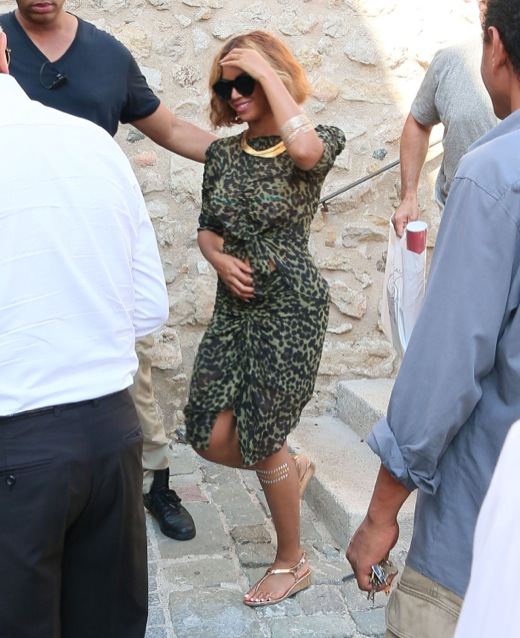 Beyonce jay z amp blue ivy visit the picasso museum celeb baby