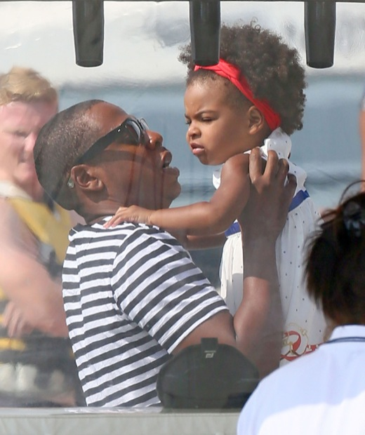 Beyonce & Family Do Some SightSeeing in the South of France