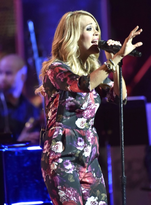 Pregnant Carrie Underwood Performs At Ravinia Festival