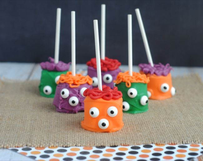 Easy-To-Make Halloween Marshmallow Monster Pops