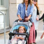 Jessica Alba Takes a Stroll With her Daughters