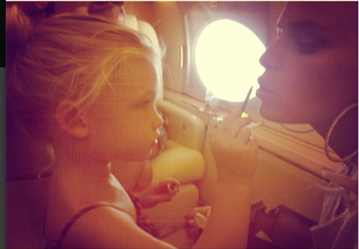 Jessica Simpson's Daughter Loves Doing her Mom's Makeup