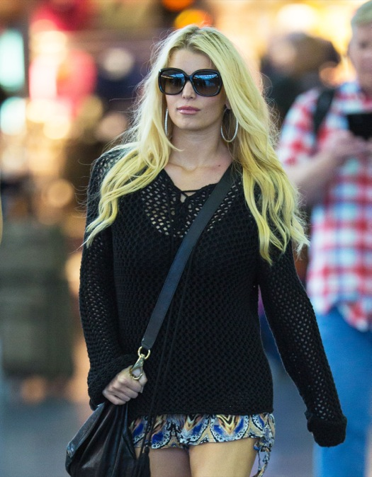 Jessica Simpson Touches Down In New York
