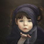 Mom's Beautiful Photo Collection of One-Handed Daughter Gives Hope