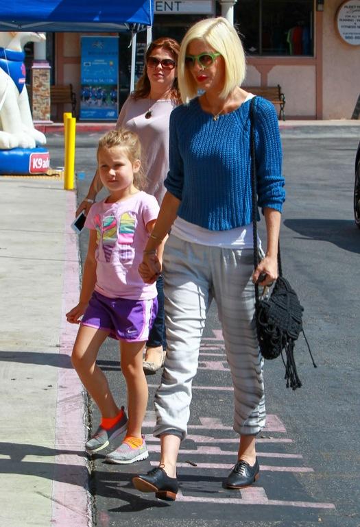 Tori Spelling Takes Stella Shopping