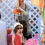 Rachel Zoe & Family Pick Up Pumpkins For Halloween