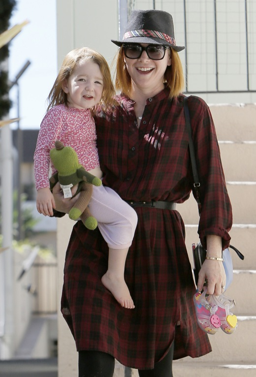 Alyson Hannigan Stops To Visit A Friend With Keeva