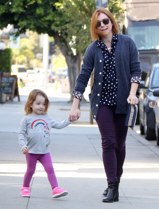 Alyson Hannigan Takes Keeva To Breakfast