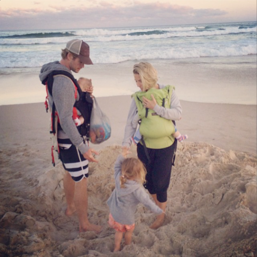 Elsa Pataky & Christ Hemsworth With Their Kids on The Beach