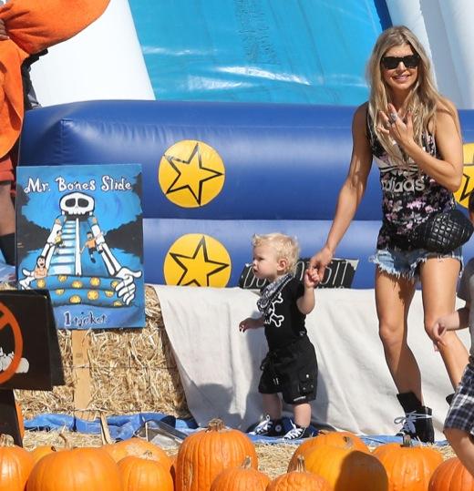 Fergie & Josh Duhamel Take Axl Shopping For a Pumpkin
