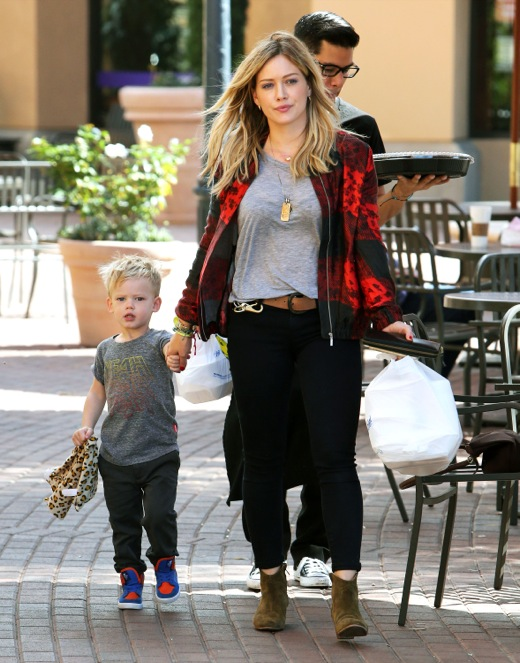 Hilary Duff Picks Up Sushi With Luca