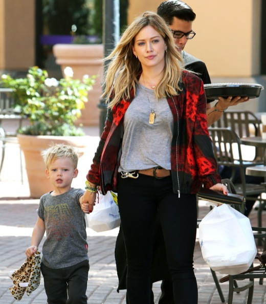 Hilary Duff Picks Up Some Sushi To Go