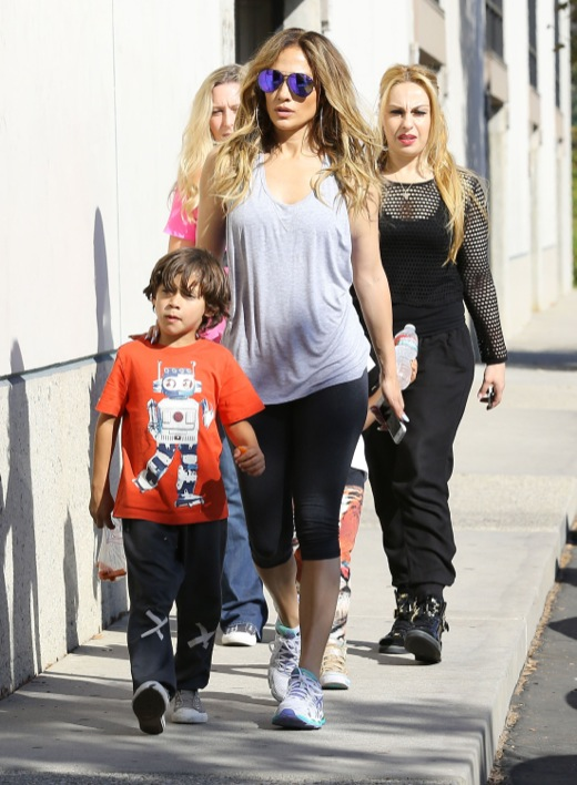 Jennifer Lopez Takes Her Children to a Dance Studio