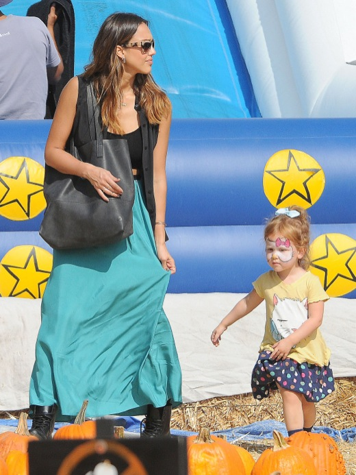 Jessica Alba Takes Her Girls To Mr. Bones Pumpkin Patch