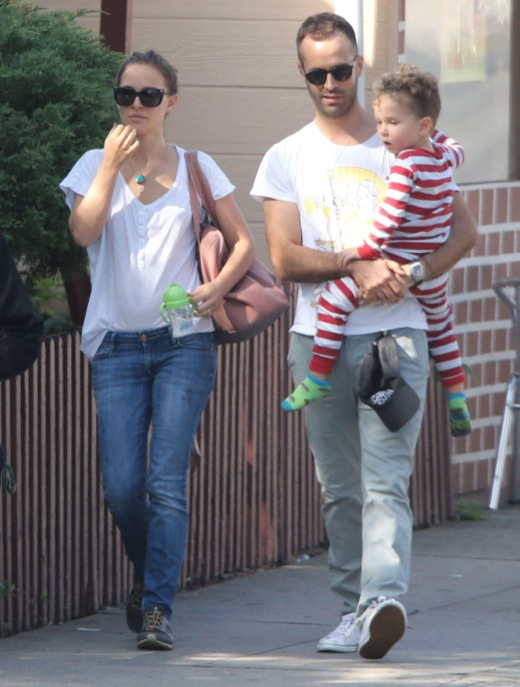 Exclusive Natalie Portman Amp Family Out For Breakfast In