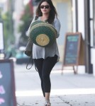 Exclusive... Pregnant Rachel Bilson Stops For Fresh Juice