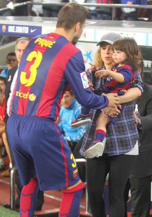 Shakira Amp Son Watching Gerard Pique Play Soccer Celeb