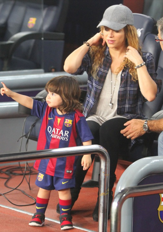 Shakira Amp Son Watching Gerard Pique Play Soccer Celeb Baby Laundry