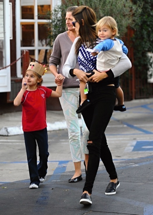 Alessandra Ambrosio Catches Dinner With Her Kids