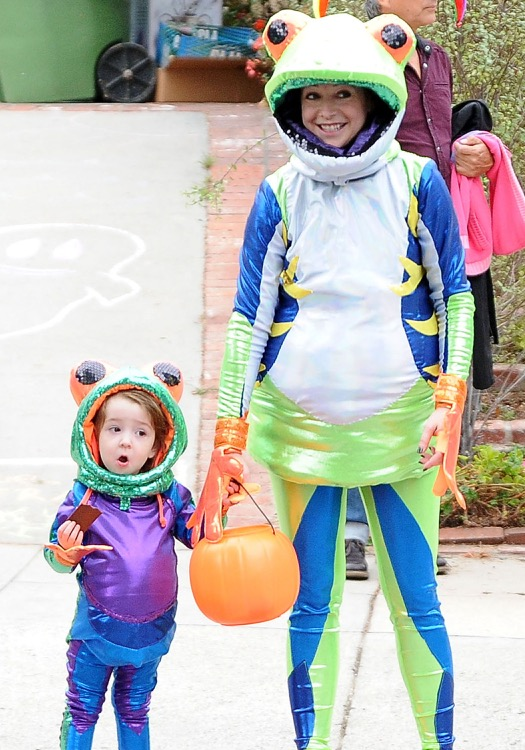 Alyson Hannigan & Family Go All Out For Halloween
