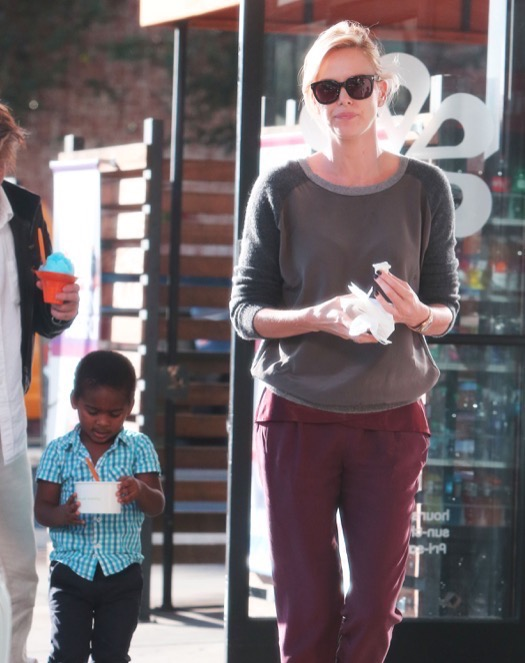 Exclusive... Charlize Theron & Sean Penn Take Jackson To Get Frozen Yogurt