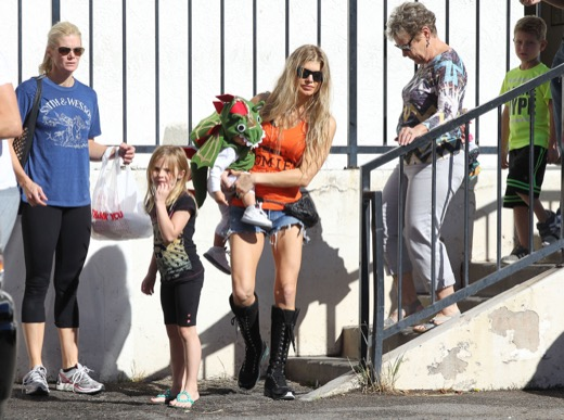 Fergie & Josh Duhamel Enjoy a Post-Halloween Breakfast With Axl