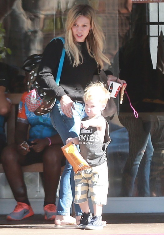 Hilary Amp Haylie Duff Take Luca Shopping Celeb Baby Laundry