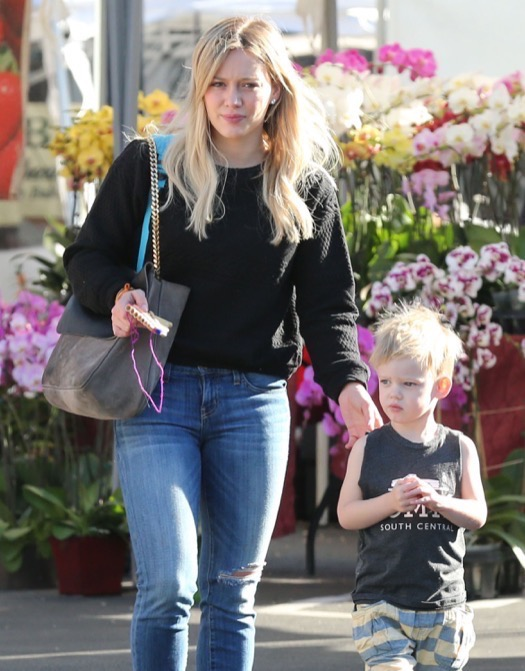 Hilary & Haylie Duff Take Luca Shopping