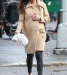 Pregnant Liv Tyler Gets Lunch To-Go In NYC