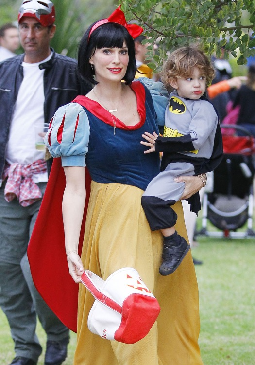 Molly Sims & Son Trick Or Treating