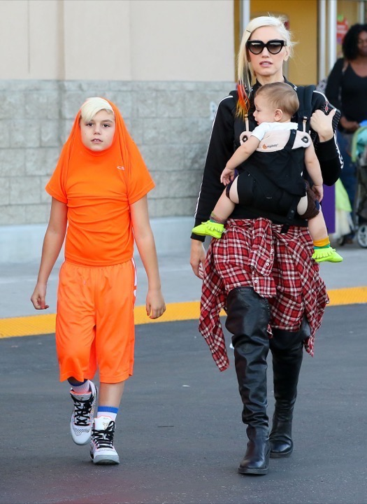 Gwen Stefani Takes Her Boys Shopping