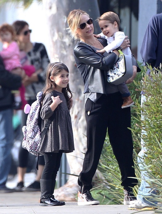 Exclusive... Sarah Michelle Gellar Runs Errands With Her Kids