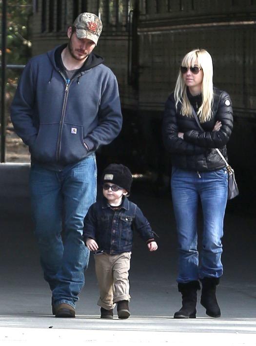 Exclusive Anna Faris Amp Chris Pratt Take Son Jack To The Train Museum Celeb Baby Laundry