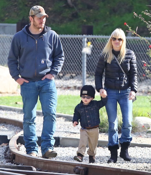 Exclusive... Anna Faris & Chris Pratt Take Son Jack To The Train Museum