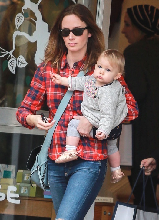Emily Blunt Does Christmas Shopping With Hazel | Celeb ...
