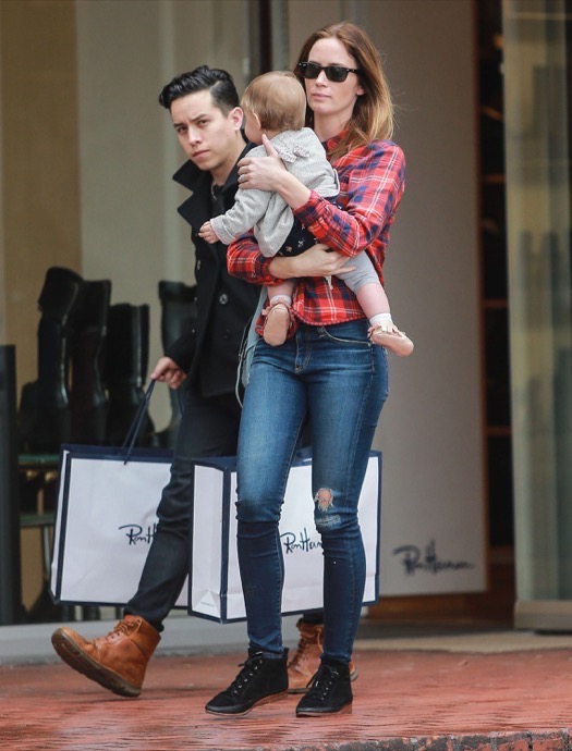 Emily Blunt Does Christmas Shopping With Hazel