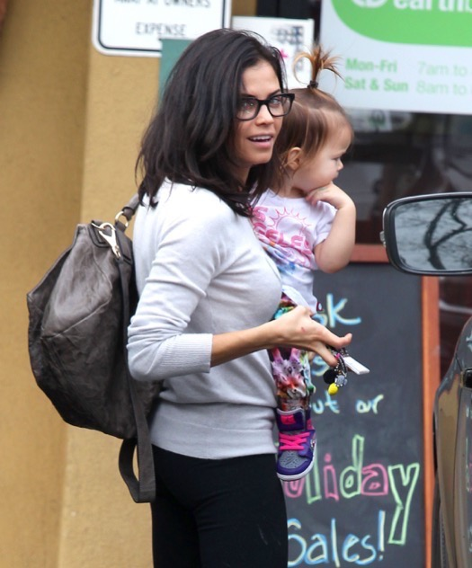Jenna Dewan Takes Everly To Earthbar
