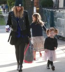 Jessica Alba Takes Her Daughters Shopping