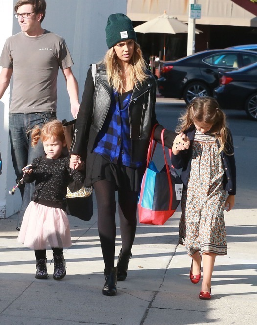 Jessica Alba Goes Shopping With her Girls