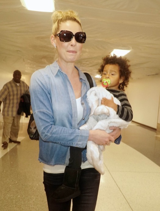 Katherine Heigl Catches A Flight With Her Daughters